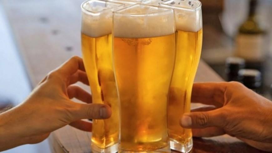 Voici le verre permettant de transporter quatre bières en même temps (photos)