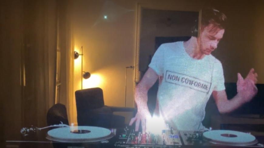 Vous pouvez inviter un DJ en hologramme chez vous