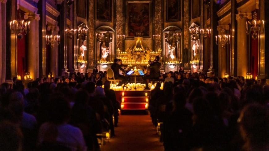 """Les concerts à la bougie """"Candlelight"""", dédiés aux musiques de films, débarquent à Lyon"""