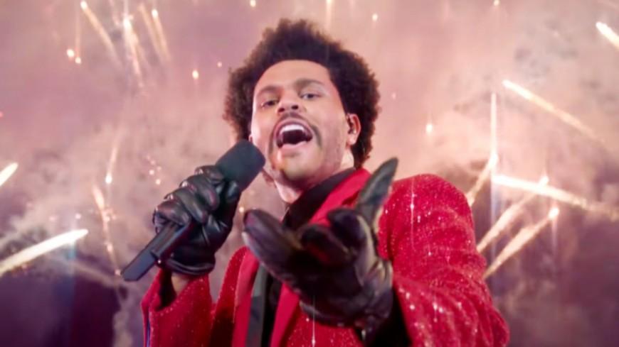 SUPER BOWL 2021 : Revoir le show grandiose de The Weeknd (vidéo)