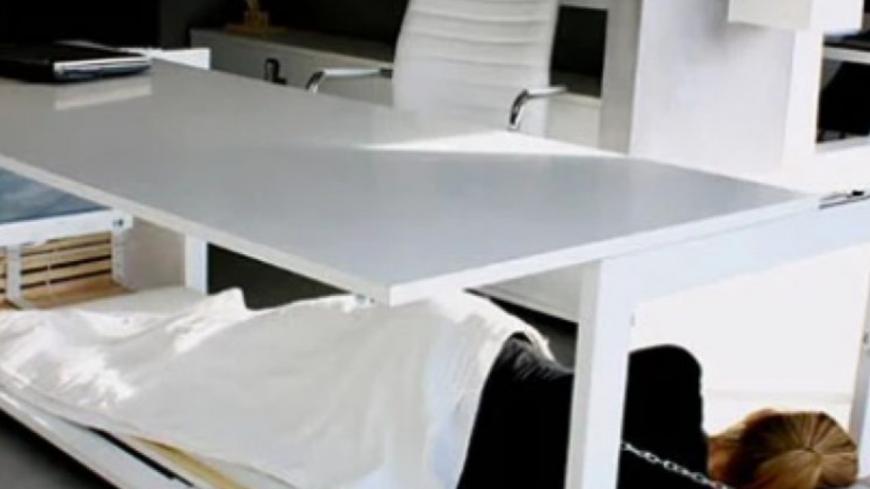 Ce bureau vous permet de faire des siestes au travail