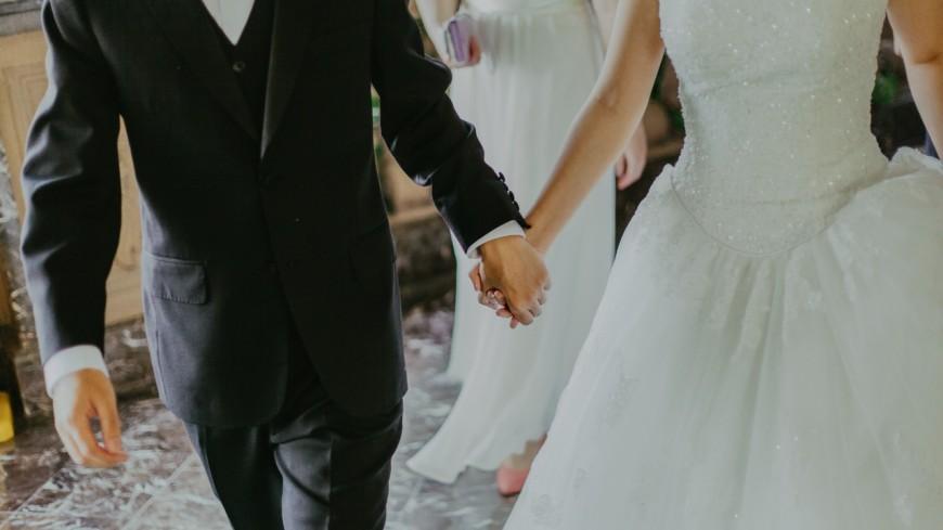 Une étude a révélé qu'être marié ne rendrait pas beaucoup plus heureux qu'être célibataire