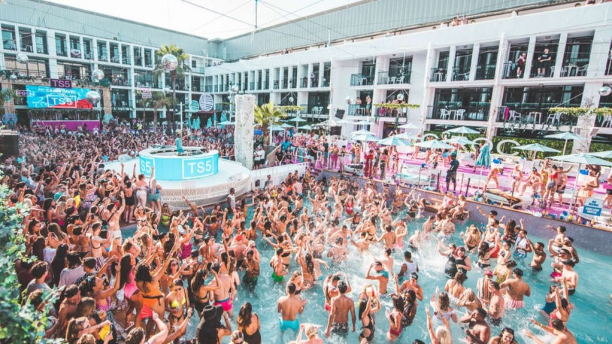 """Le célèbre club d'Ibiza """"Ibiza Rocks"""" annonce son ouverture pour cet été"""