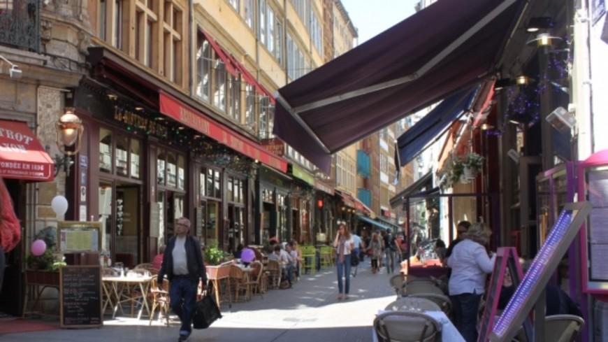 """Vers une réouverture progressive des cafés et restaurants  à partir de la """"mi-mai"""""""