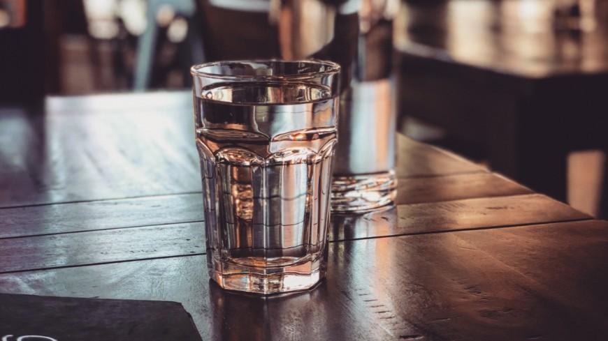 Peut-on exiger un verre d'eau de manière gratuite dans les bars et restaurants ?