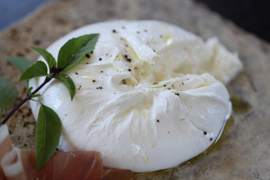 Un comptoir dédié à la mozzarella/burrata va ouvrir ses portes au coeur de Lyon